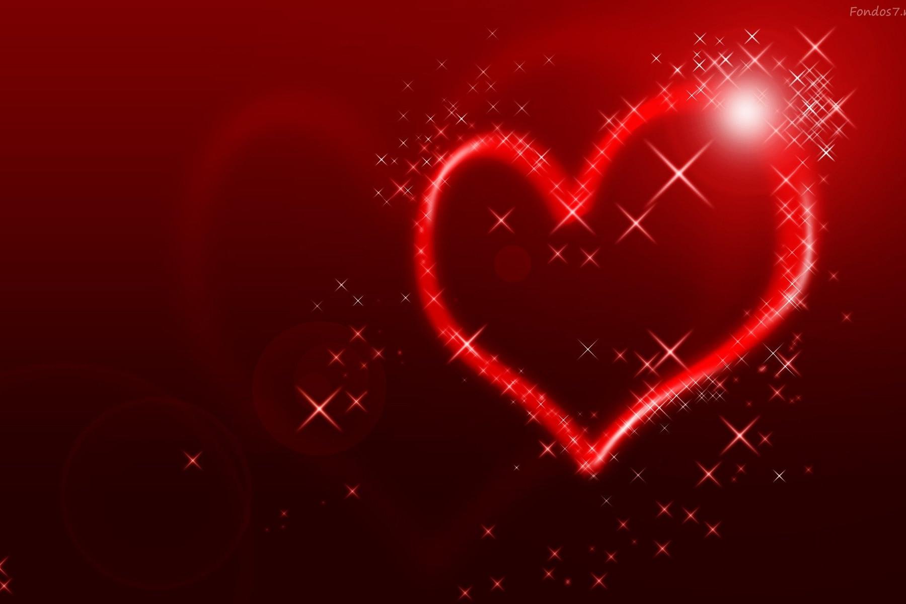 Un Corazón rojo con una luz brillante encima
