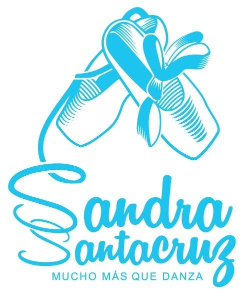 cuyas cintas caen debajo de ellas y forman las dos S de Sandra Santa Cruz y debajo dice MUCHO MÁS QUE DANZA.