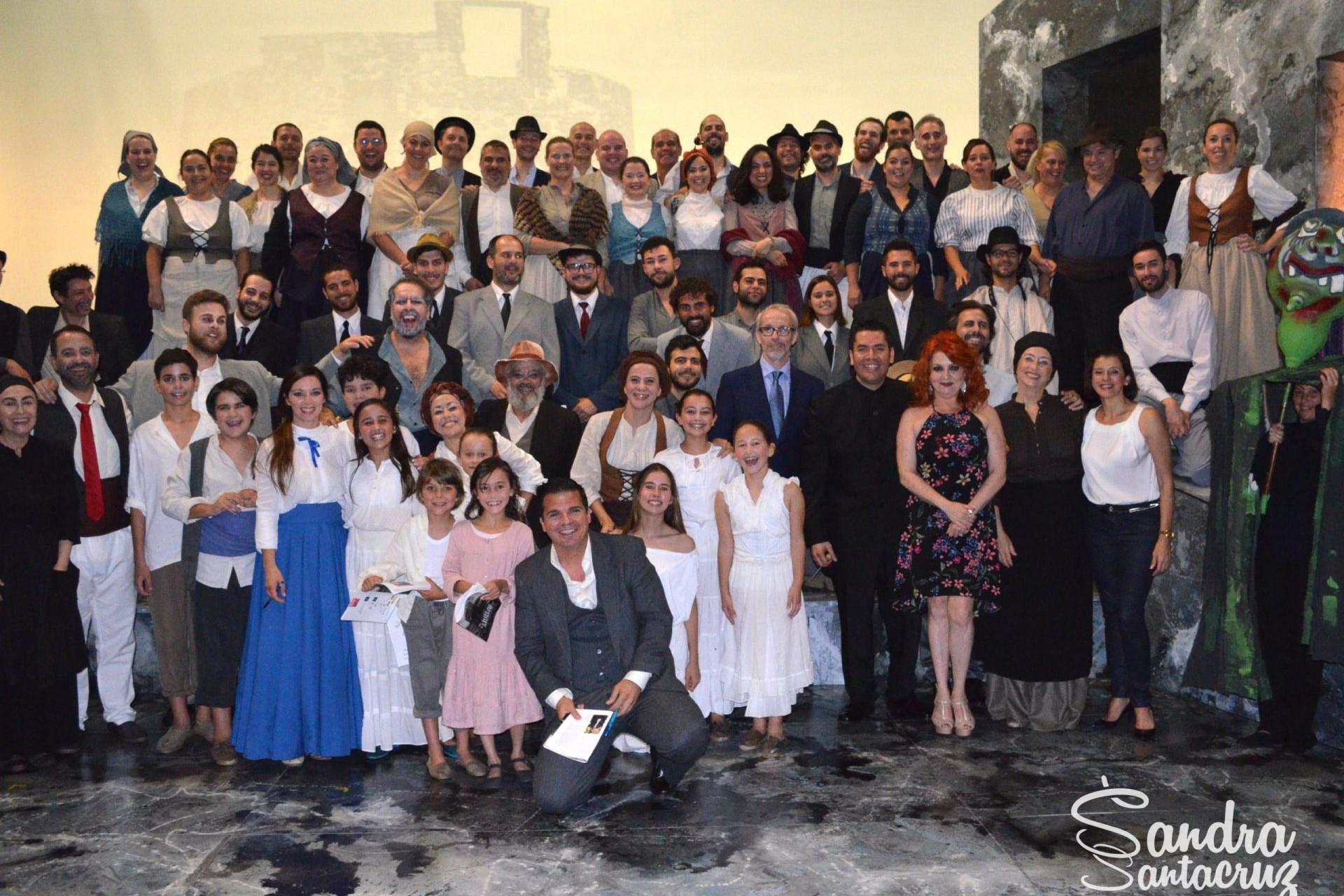 Foto de todo el elenco de la zarzuela