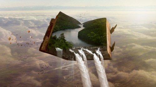 Imagen de un libro abierto donde el mar cae fuera de las páginas