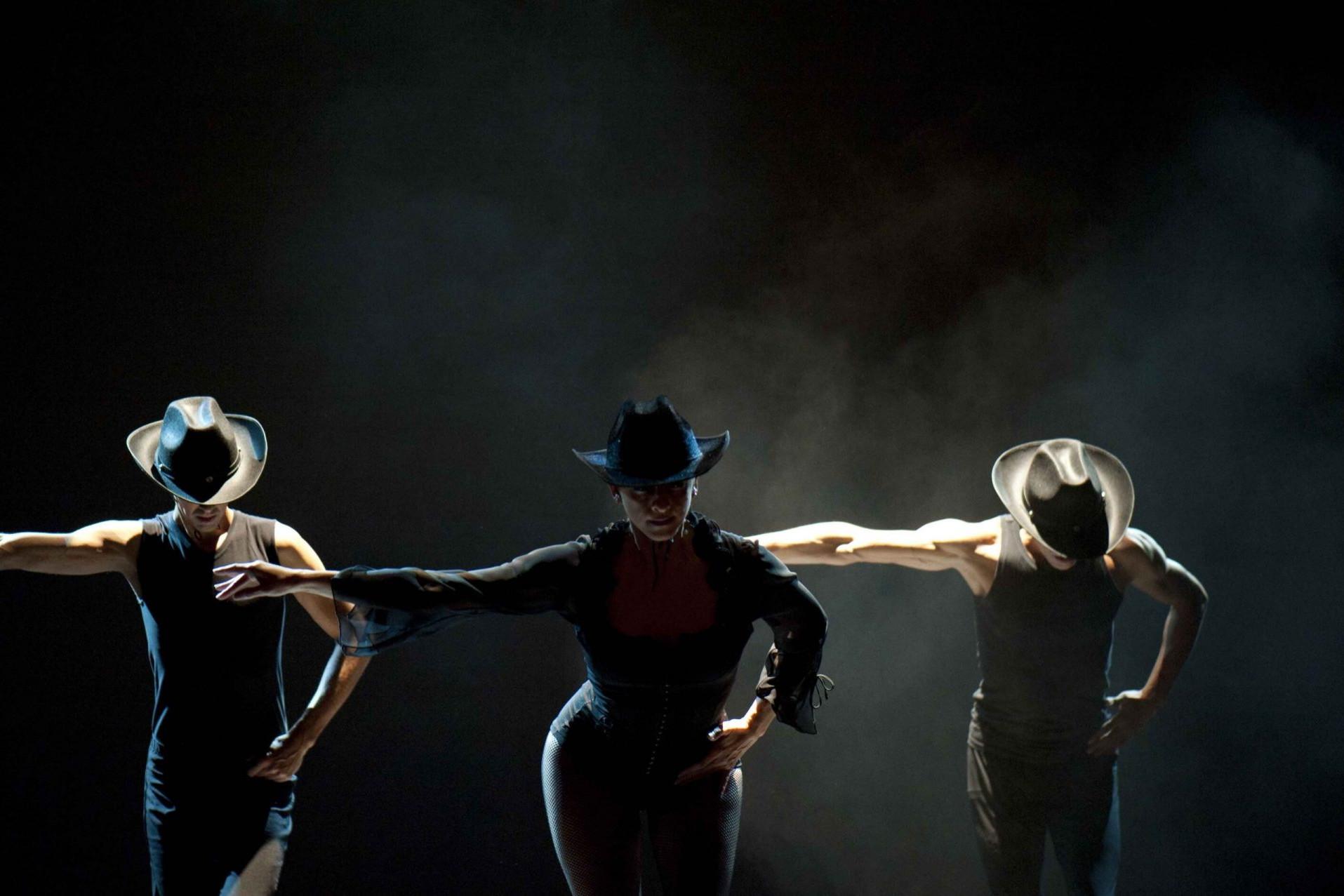 Foto del Centro de Danza Sandra Santa Cruz de un paso a tres con Jesús Vega, Fran Hernández y Sandra Santa Cruz