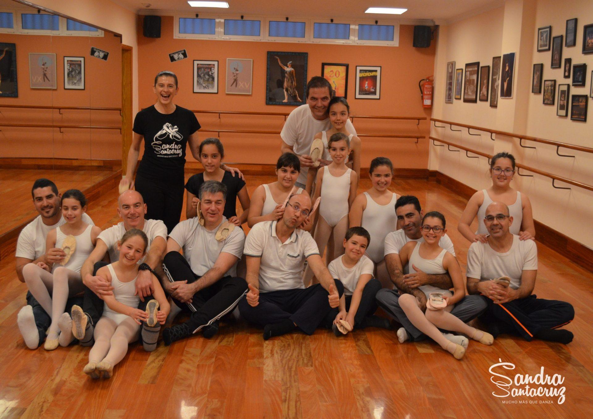 El Centro de Danza Sandra Santa Cruz felicita con los padres del Predanza II que asistieron a la Clase Pedagógica el día del Padre.